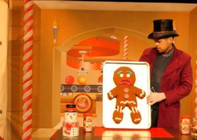 """petite photo du spectacle pour enfants """"Harry, le roi des sucreries"""" avec Ginger le cookie"""